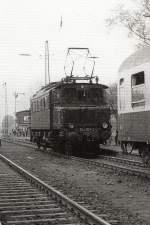 dmv-sonderfahrt/127721/e-04-in-borna-dmv-sonderzug E 04 in Borna, DMV Sonderzug um 1986