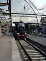 dresden-hbf/130845/vor-der-abfahrt-in-dresden-hbf Vor der Abfahrt in Dresden Hbf: BR 52 mit VT 187