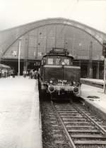 hist-fahrzeuge/128060/e-94-vor-dmv-sonderzug-um-1986 E 94 vor DMV-Sonderzug um 1986