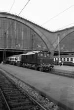hist-fahrzeuge/83502/sonderzug-mit-e-04-um-1985 Sonderzug mit E 04 um 1985 im Leipziger Hauptbahnhof