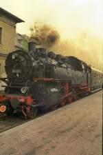 Nossen - Freiberg/79026/br-86-am-schluss-des-sonderzuges BR 86 am Schluß des Sonderzuges nach Freiberg in Nossen, DR vor 1989
