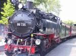 bhf-zittau-schmalsp/113019/99-735-vor-personenzug-in-zittau 99 735 vor Personenzug in Zittau, um 2005