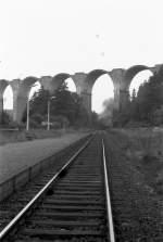 Dampfsonderfahrten/80279/pirk-blick-zur-unvollendeten-autobahnbruecke-- PIRK, Blick zur unvollendeten Autobahnbrücke - 1984